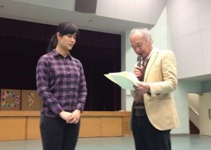 ベトナムのホーキムガンさんの修了証書授与